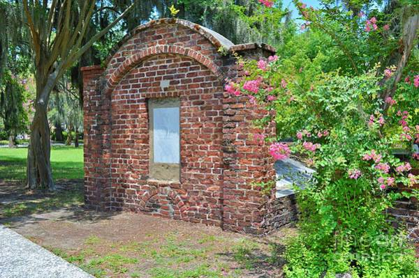 Wall Art - Photograph - Colonial Park Cemetery by Linda Covino