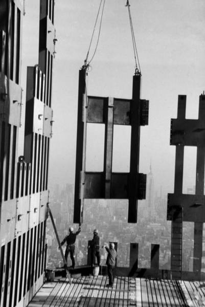 Wall Art - Photograph - Construction Workers On The Top Floors by New York Daily News Archive