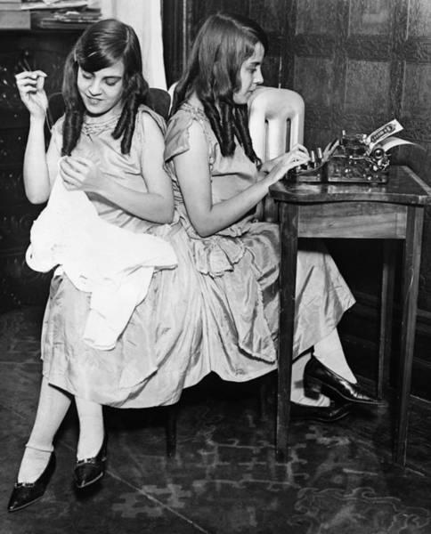 Photograph - Daisy & Violet Hilton (1908-1969) by Granger