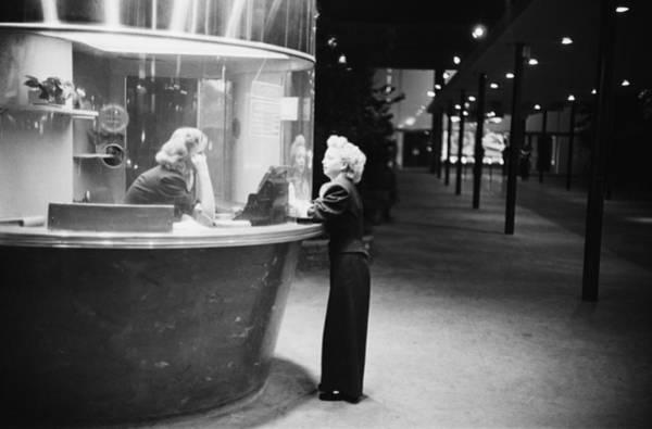 Hollywood Photograph - Egyptian Theater by Kurt Hutton