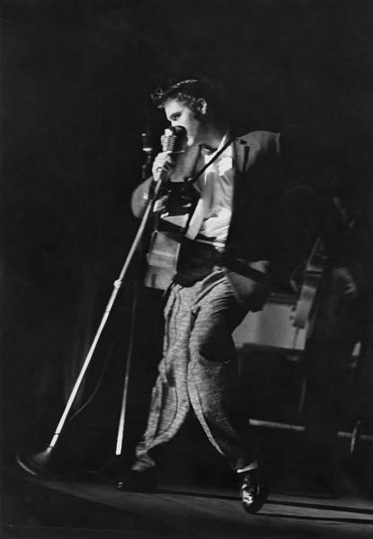 Photograph - Elvis Presley by Robert W. Kelley