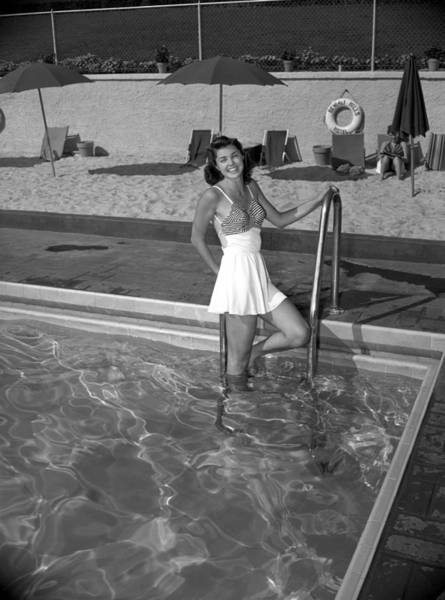 Beverly Hills Hotel Photograph - Esther Williams At The Beverly Hills by Earl Theisen Collection