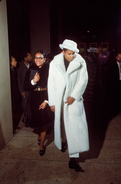 Muhammad Ali Photograph - Gaudily Dressed Boxing Fans Arriving by Bill Ray