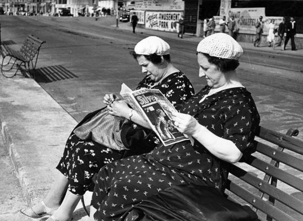 Publication Photograph - Holidaymakers by Kurt Hutton