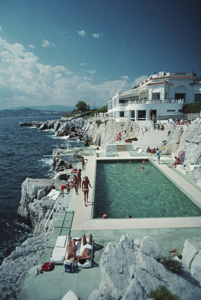 Swimming Pool Photograph - Hotel Du Cap Eden-roc by Slim Aarons