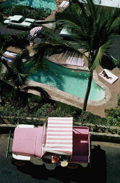 Color Image Photograph - Las Brisas by Slim Aarons