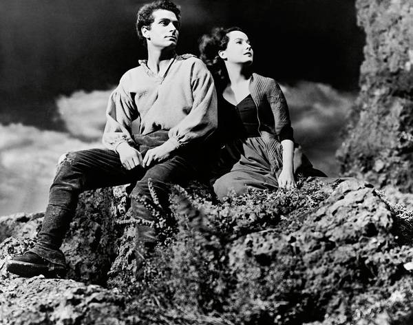 Wall Art - Photograph - Laurence Olivier And Merle Oberon In Wuthering Heights -1939-. by Album
