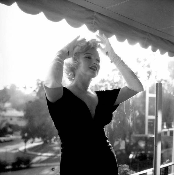 Beverly Hills Hotel Photograph - Marilyn Monroe At The Beverly Hills by Michael Ochs Archives