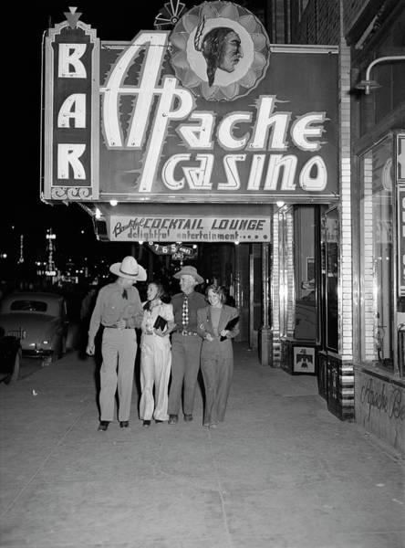 Wall Art - Photograph - Nevada Las Vegas, 1940 by Granger