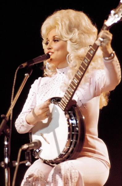 An Photograph - Photo Of Dolly Parton by Andrew Putler