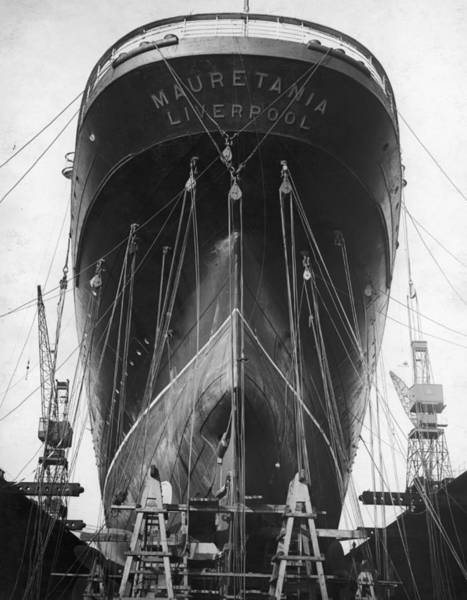 Dry Dock Photograph - Rms Mauretania by Central Press