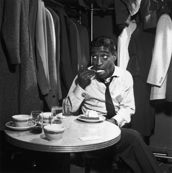 Glass Photograph - Sammy Davis Jnr by Archive Photos