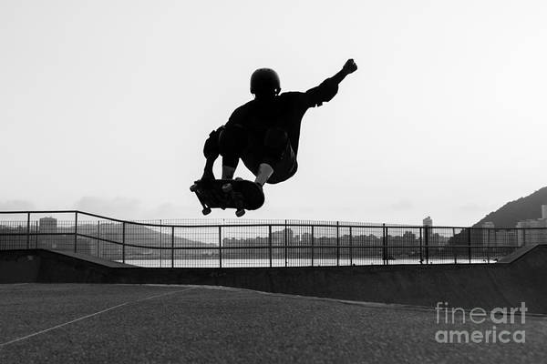 Knees Wall Art - Photograph - Skateboarder Jumping In A Bowl Of A by Will Rodrigues