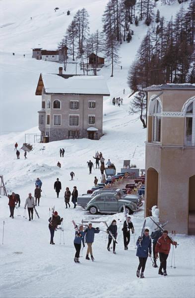 Skiers In St. Moritz Art Print by Slim Aarons