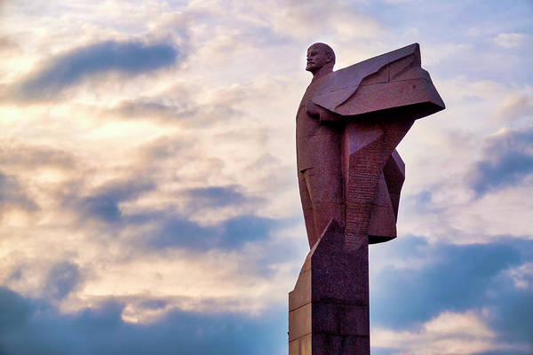 Photograph - Statue Of Lenin At Sunset by Fabrizio Troiani