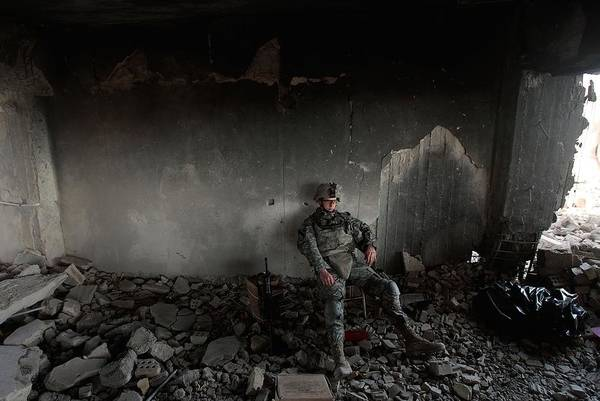 Baghdad Wall Art - Photograph - U.s. Army Builds Miltary Outpost In by Chris Hondros