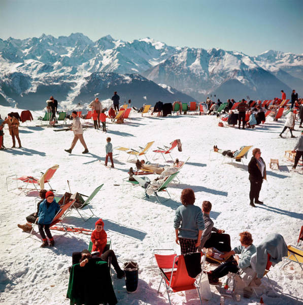 Group Of People Photograph - Verbier Vacation by Slim Aarons
