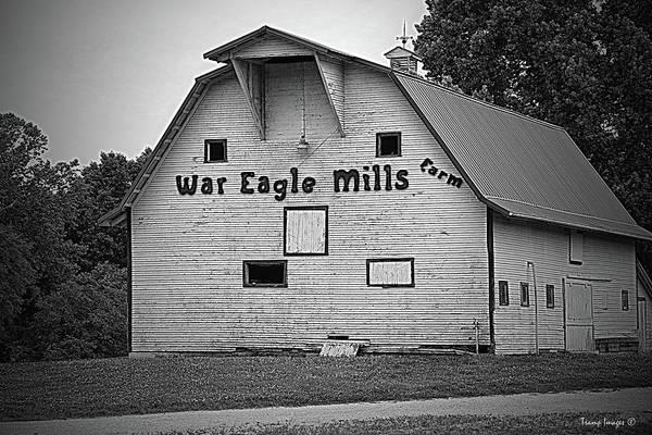 Photograph - War Eagle Barn by Wesley Nesbitt