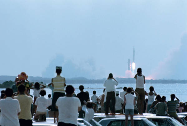 People Watching Photograph - Watching The Apollo 11 Launch by Ralph Crane