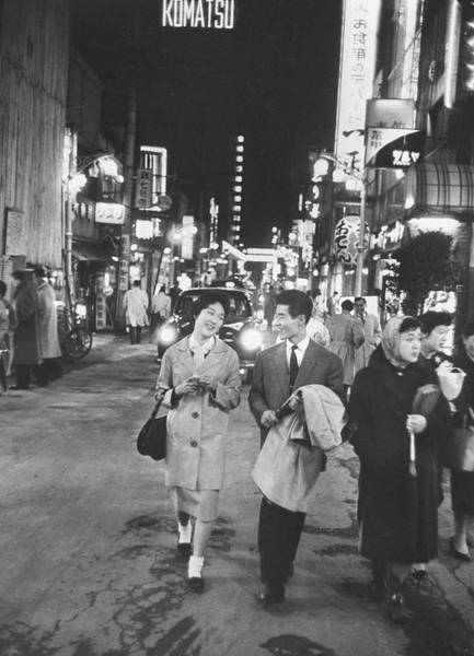 Photograph - Young Couple Strolling In The Ginza Area by John Dominis