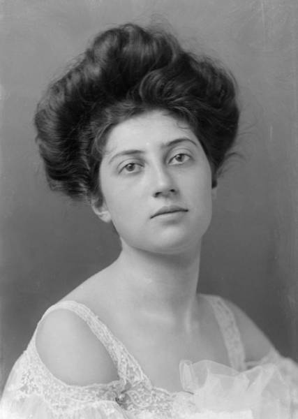Hairstyle Photograph - 1900s Hairstyle by George C Beresford
