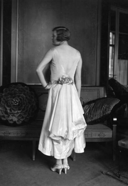 Evening Wear Photograph - 1920s Glamour by Topical Press Agency