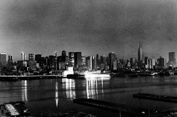 New Jersey Photograph - 1977 Blackout Power Failure by New York Daily News Archive