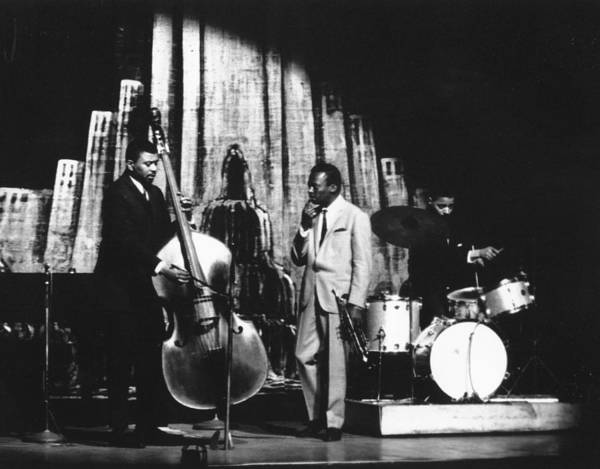 Photograph - At The Apollo Theater by Herb Snitzer
