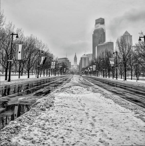 Wall Art - Photograph - Black And White Philadelphia - Benjamin Franklin Parkway by Bill Cannon