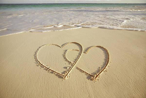 Bermuda Photograph - 2 Hearts Drawn On The Beach by Gen Nishino