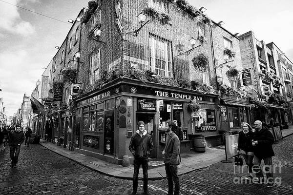 Wall Art - Photograph - the temple bar pub Dublin Republic of Ireland Europe by Joe Fox