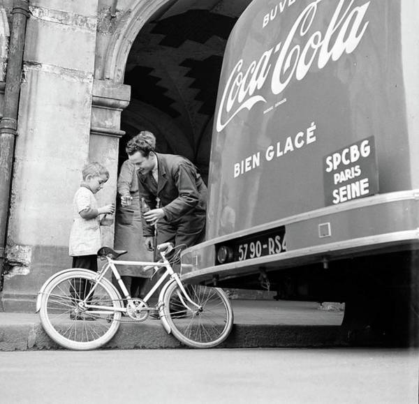 Wall Art - Photograph - Trying Coca-cola by Mark Kauffman