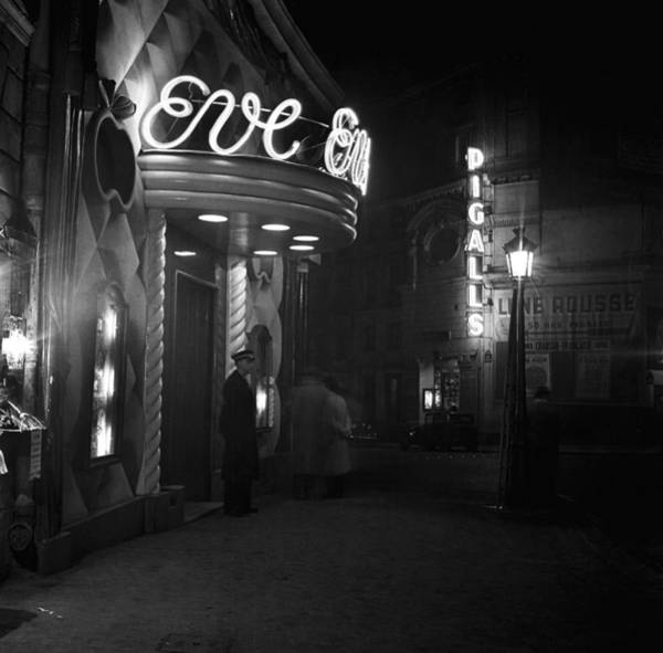 Headwear Photograph - Paris At Night by Michael Ochs Archives