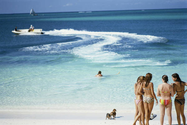 Group Of People Photograph - Lyford Cay by Slim Aarons
