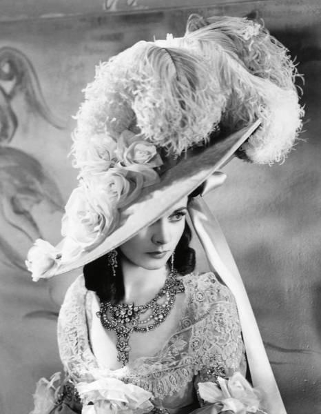 Wall Art - Photograph - Vivien Leigh In That Hamilton Woman -1941-. by Album