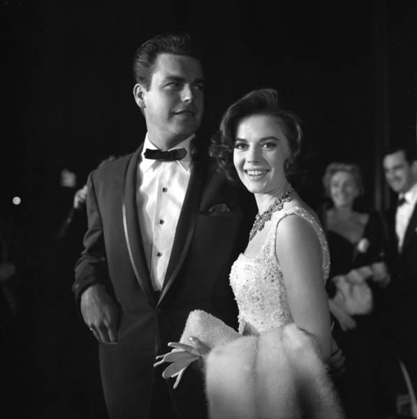 Natalie Wood And Robert Wagner Art Print by Michael Ochs Archives