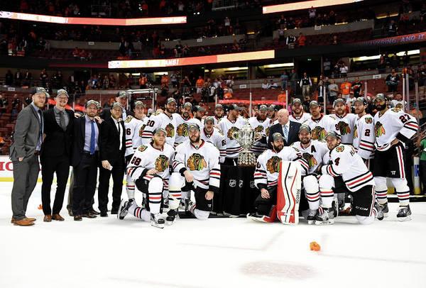 Nhl Photograph - Chicago Blackhawks V Anaheim Ducks - by Harry How