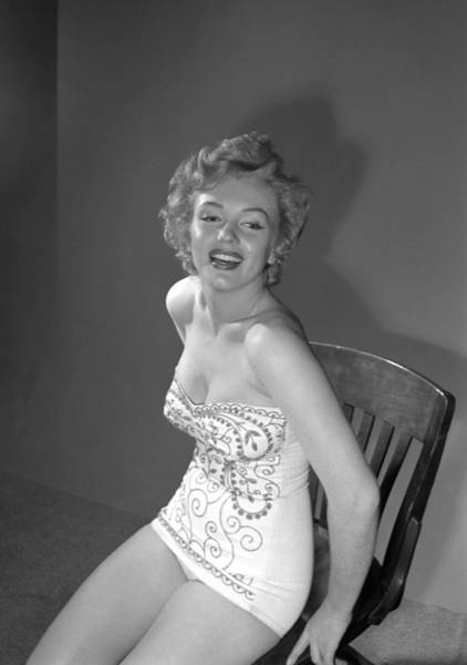 Marilyn Monroe Photograph - Marilyn Monroe Portrait Session by Earl Theisen Collection