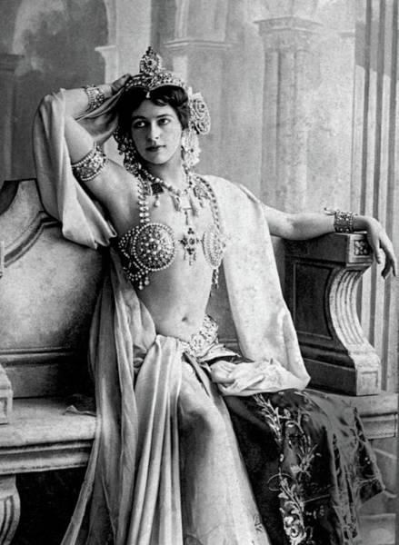 Wall Art - Photograph - Mata Hari, Dutch Exotic Dancer by Science Source
