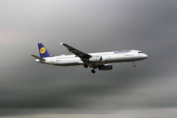 Wall Art - Mixed Media - Lufthansa Airbus A321-231 by Smart Aviation
