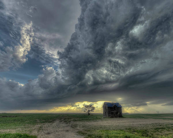 Photograph - A Cabin On The Northern Plains by Laura Hedien