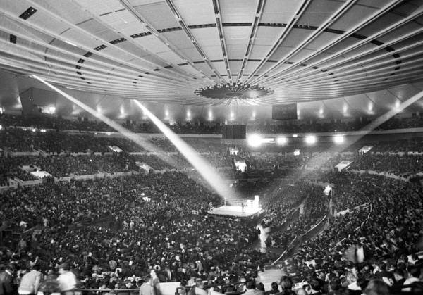 Madison Square Garden Photograph - A Record Crowd Of 19,959 Jams Madison by New York Daily News Archive