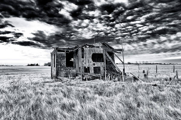 Down The Shore Photograph - Abandoned Long Beach Island Shack 2007 by John Rizzuto