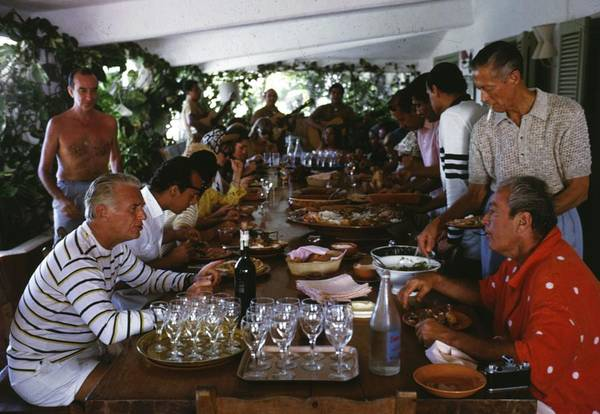 Crowd Photograph - Acapulco Lunch by Slim Aarons