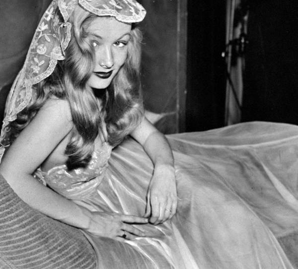 Veronica Photograph - Actress Veronica Lake In The Daily News by New York Daily News Archive