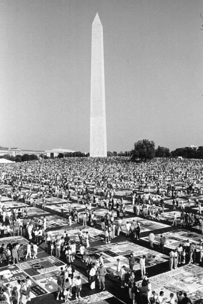 Non Profit Photograph - Aids Memorial In Washington by Fred W. McDarrah