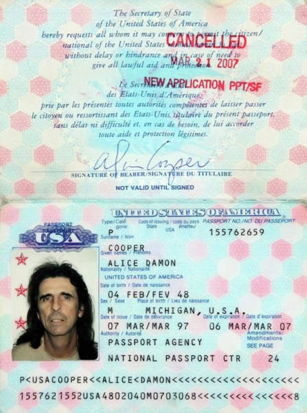Alice Cooper Photograph - Alice Cooper Passport 1997 by Daniel Hagerman