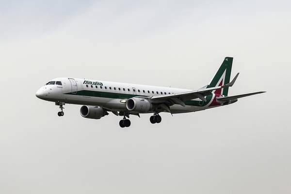 Alitalia Photograph - Alitalia Embraer 190 by David Pyatt