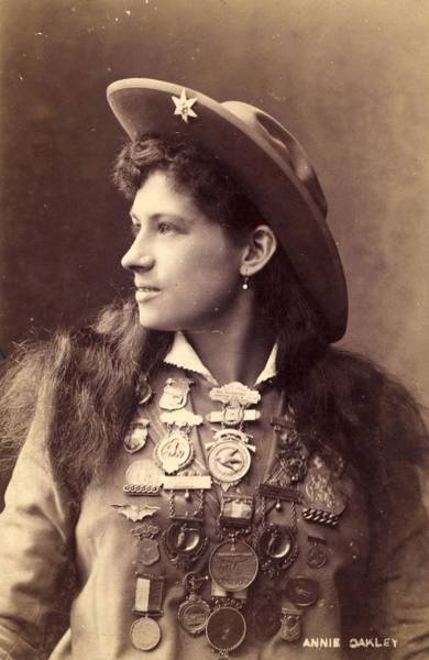 Wall Art - Photograph - Annie Oakley by Hulton Archive