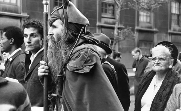 Poet Photograph - Anti-vietnam War March by Fred W. McDarrah